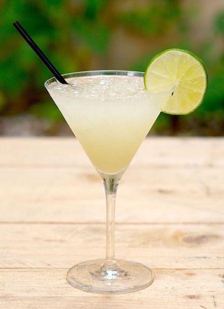 cocktail daïquiri avec tranche de lime